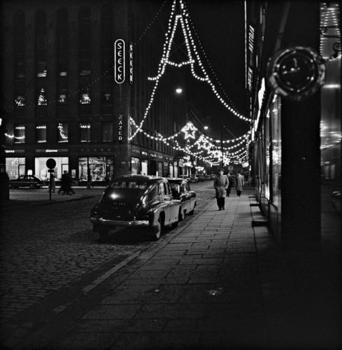 Kluuvikatu joulukatuna 1955. Grünberg Constantin, Copyright: Helsingin kaupunginmuseo