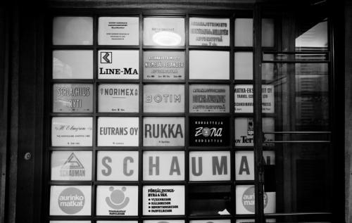 Kluuvikatu 3, liikekylttejä 1976. Hakli Kari, Copyright: Helsingin kaupunginmuseo